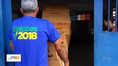 Veja como foi a distribuição das urnas eletrônicas em Goiás - Servidores do TRE-GO começaram neste sábado (6) a levar os equipamentos para as seções.