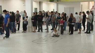 Longas filas nas eleições atrasam apuração das urnas - Longas filas nas eleições atrasam apuração das urnas