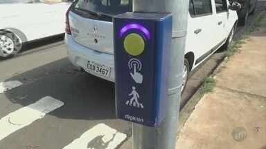 Piracicaba é a 1ª cidade do Brasil a instalar semáforo que fala - Recurso é para ajudar pessoas com deficiência visual e é uma determinação do Conselho Nacional de Trânsito.