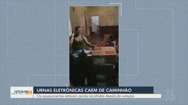 Urnas eletrônica caem de caminhão após eleição - População gravou vídeo que repercutiu nas redes sociais.