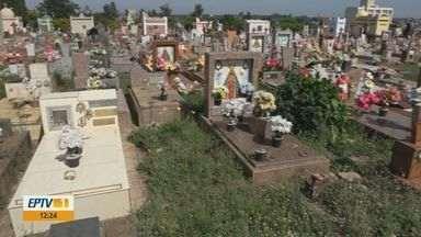 Moradores reclamam do abandono do Cemitério Nossa Senhora do Carmo, em São Carlos - Falta menos de um mês para o Dia de Finados.