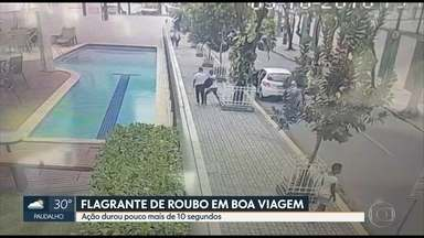 Câmera de segurança flagra assalto em Boa Viagem, na Zona Sul do Recife - Pelas imagens, é possível ver que a ação durou pouco mais de dez segundos.