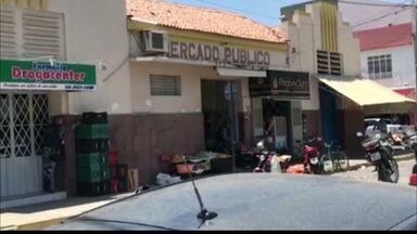Dupla morre após tentativa de assalto a joalheria em Pombal, no Sertão da PB - Um dos criminosos morreu durante troca de tiros com policiais. Para não se entregar, o outro suspeito cometeu suicídio, diz polícia.
