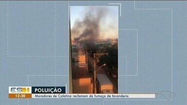 Moradores de Colatina reclamam de fumaça que vem de lavanderia - As casas ficam sujas por conta do pó que vem com a fumaça.