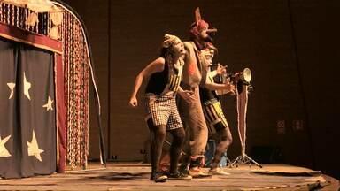 Crianças da rede pública de Cascavel participam do Festival de Teatro - O Festival de Teatro segue até domingo.