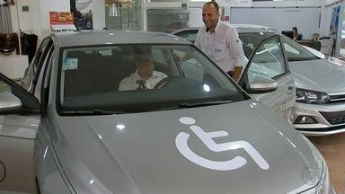 Cresce venda de carros com descontos para portadores de deficiências - A venda de carros para Pessoas Com Deficiência (PCD) tem aumentado em Marília. Os especialistas no setor acreditam que esse crescimento acontece por mudanças no comportamento do consumidor. Veja como fazer para conseguir desconto de impostos na compra de veículos.
