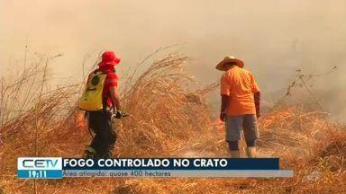Bombeiros controlam incêndio em área de 400 hectares no Crato - Veja mais notícias em g1.com.br/ce
