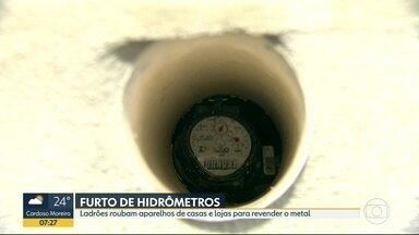 Furtos de hidrômetros aumentam no Rio - Ladrões roubam os equipamentos de residências e lojas comerciais para revender o metal