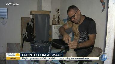 Artista baiano faz presépios de Natal com a cerâmica do recôncavo - Sérgio aprendeu o ofício de oleiro com o pai quando era criança.