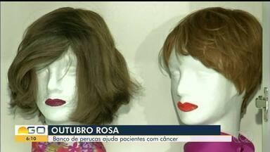Banco de perucas ajuda mulheres que tratam câncer, em Anápolis - Objetos ajudam na autoestima das pacientes.