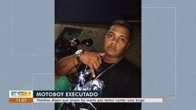 Vizinhos dizem que motoboy foi assassinado por tentar conter briga em Feu Rosa, na Serra - Leandro de Oliveira Ramos levou um tiro na cabeça. A polícia está investigando o caso.