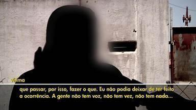 Quatro mulheres são vítimas de violência por dia em Campos, no RJ - Assista a seguir.