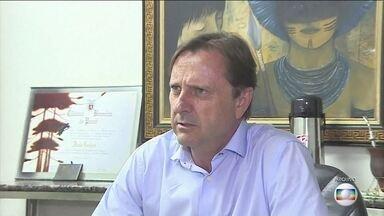 Médicos impedem transferência de senador Acir Gurgacz para Brasília - Senador foi condenado a quatro anos e seis meses de prisão por crime contra o sistema financeiro. Ele está preso no quarto do hospital sob escolta policial. Ele foi internado com depressão.