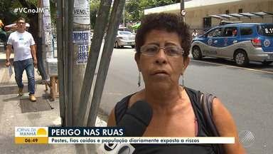 Fios caídos e postes tortos oferecem riscos à população de Salvador - A reportagem circulou pela cidade e encontrou vários flagrantes. Perigo para pedestres, ciclistas e motoristas.