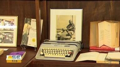 Acervo com mais de 6 mil itens do jornalista Joel Silveira é inaugurado em Aracaju - Ele nasceu no município de Lagarto, no ano de 1918 e, para celebrar o centenário do jornalista sergipano, a Universidade Tiradentes inaugurou o espaço dedicado às suas obras.