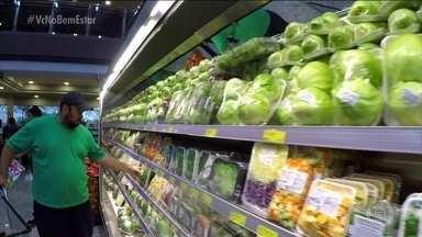 Fazer melhores escolhas custa mais caro para o bolso? - Antes, em uma semana, o João gastava R$ 300 só com gordices. Agora, gasta R$ 80 em comidas saudáveis.