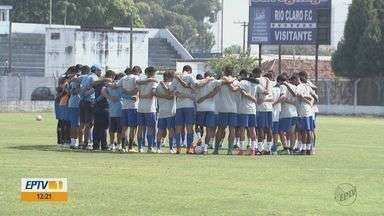 Após derrota, Rio Claro treina para garantir a classificação no campeonato - Se perder próximo jogo contra o Atibaia, o Galo Azul fica fora da Copa Paulista.