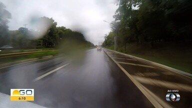 Flashlink percorre Marginal Botafogo, em Goiânia - Tempo chuvoso deixa pista escorregadia.