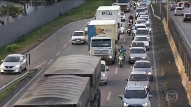 PRF flagra 260 pessoas dirigindo sem habilitação por dia - A infração é gravíssima e o valor da multa é de R$ 880,00.