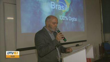 Alunos do Senai de Araraquara são capacitados para mudança de sinal analógico - Sinal deve ser desligado no dia 27 de novembro.