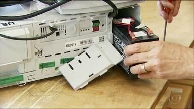 Milhares de urnas eletrônicas que vão ser usadas no segundo turno já foram testadas - Equipamento tem cartão de memória que registra todos os votos. O Problema mais comum nas urnas está nas baterias.