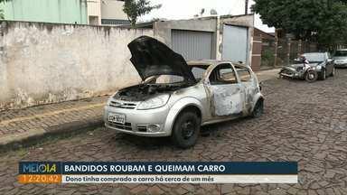 Carro é roubado e incendiado em Foz do Iguaçu - Dono tinha comprado há um mês.