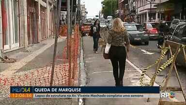 Queda da marquise do edifício Vila Velha, em Ponta Grossa, completa uma semana - Laudo sobre as causas da queda ainda não ficou pronto.