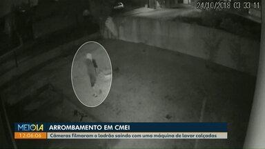 Ladrão é filmado levando máquina de lavar calçadas de um Cmei de Cascavel - Ele chegou a vira uma das câmeras para a parede para não ser reconhecido.