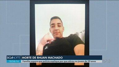 Família de Rhuan Machado, morto por policiais, ainda espera por respostas - Polícia ainda espera o resultado de laudos para comprovar se o jovem de 20 anos chegou a atirar contra policiais durante a abordagem.
