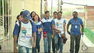 Alunos do Senai realizam 'Patrulha Digital' após treinamento sobre TV Digital - Ação está acontecendo nos bairros de Caruaru.