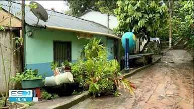 Duas casas são interditadas pela Defesa Civil perto da barragem do Rio Pequeno em Linhares - Duas casas são interditadas pela Defesa Civil perto da barragem do Rio Pequeno em Linhares.
