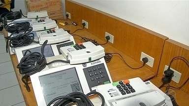 TRE-MS faz entrega de urnas em Corumbá e Ladário - Urnas serão usadas nas eleições de segundo turno.