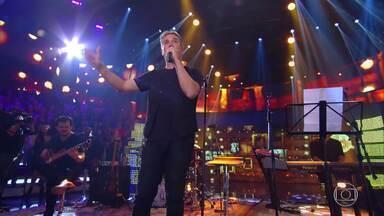 Jota Quest toca 'Morrer de Amor' no palco do Caldeirão - Plateia canta junto