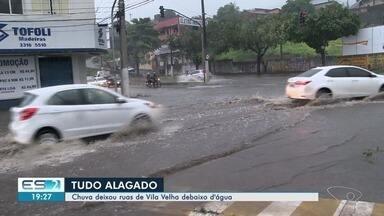 Chove forte em Vila Velha e pontos de alagamento são registrados - De acordo com a Defesa Civil, além da chuva, há chance de ocorrência de raios e rajadas de vento.