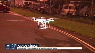 DETRAN usa três drones na fiscalização de trânsito - Eles ajudam a identificar motoristas que tentam fugir da blitz e ainda dão suporte sobre o melhor local pra desviar o fluxo de carros