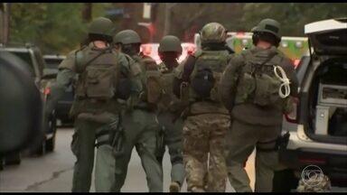 Atirador abre fogo dentro de sinagoga nos Estados Unidos - A Polícia diz que há várias vítimas, mas não deu número oficial de mortos. O atirador se rendeu e está preso.