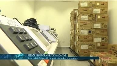 Sessões eleitorais estão prontas para o domingo de votação - Urnas eletrônicas foram instaladas e testadas. Eleitores contarão com esquema especial de trânsito para chegar aos locais de votação.