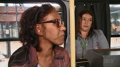 Idosa de 70 anos é ofendida dentre de ônibus - Mulher tentou expulsar a idosa por ser negra.