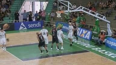 Em casa, Bauru Basket é derrotado pelo Franca em duelo do NBB 11 - Em jogo disputado no ginásio Panela de Pressão, Dragão entrou no último minuto à frente do placar, mas levou a virada nos lances livres e perdeu por 70 a 69.