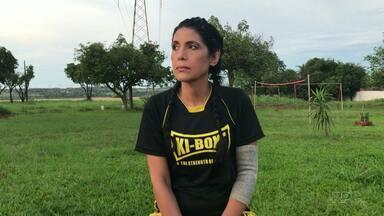 Iguaçuense luta para vencer as dores e os preconceitos do câncer - Ela perdeu o marido e o emprego ao descobrir a doença.