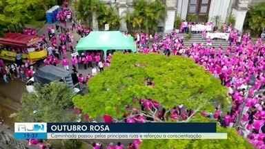 Caminhada em prol do 'Outubro Rosa' passa pelas principais ruas de Petrópolis, no RJ - Assista a seguir.
