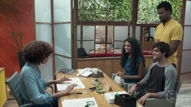 Damásia é contratada pela Samvita - Menelau e Vanda trocam olhares