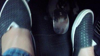 Problema na embreagem pode causar perda no freio - Problema na embreagem pode ocasionar até a perda do freio. Os dois sistemas se abastecem do mesmo reservatório de fluido.