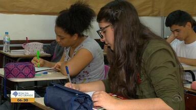 Estudantes cursam o 'ensino médio curso normal' para serem professores no RS - O nome se refere ao antigo magistério.
