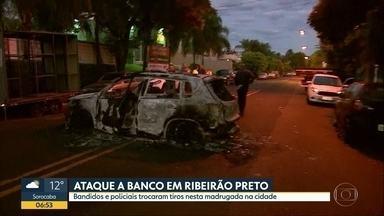 Quadrilha ataca empresa de valores em Ribeirão Preto - Tiroteio entre policiais e bandidos foi nesta madrugada na cidade. Carros foram queimados para impedir a passagem da PM.