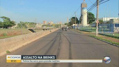 Ataque a empresa de valores afeta circulação de ônibus na zona leste de Ribeirão Preto - Ao menos 11 linhas de ônibus foram afetadas na manhã desta segunda-feira (29).