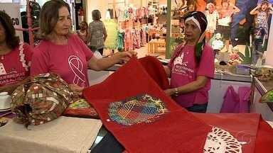 Ateliê da Rede Feminina de Combate ao Câncer é montado em Maceió - Stands de vendas de produtos estão montados no Shopping Maceió com o objetivo de ajudar pessoas em tratamento do câncer de mama.