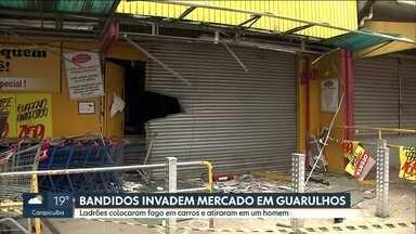 Bandidos invadem mercado em Guarulhos - Eles colocaram fogo em carros e explodiram paredes para levar dinheiro.