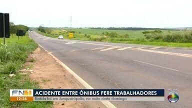 Acidente deixa trabalhadores feridos em Junqueirópolis - Batida entre dois ônibus foi registrada na SP-294.