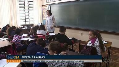 Escola que teve fiação roubada retoma as atividades - Alunos ficaram quatro dias em casa. Em outra escola, em Olarias, as aulas só serão retomadas depois do feriado, devido a fungos que apareceram e causaram alergia em crianças e professores.